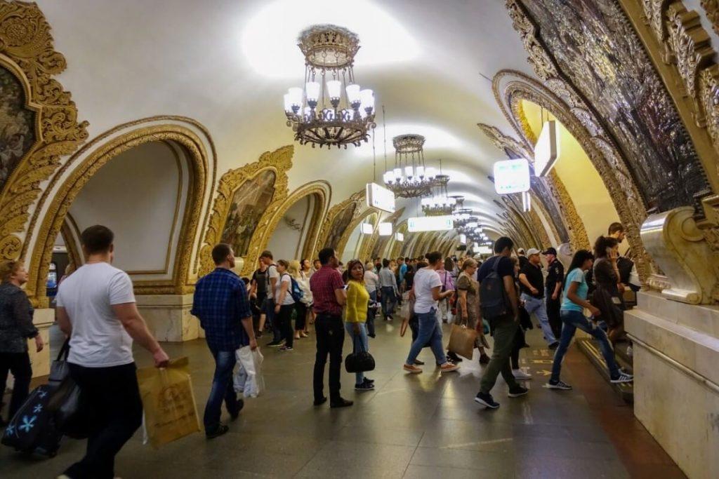 Petersburg i Moskwa w 9 dni – wyprawa do innego wymiaru Stacja metra Kiyevskaya w Moskwie