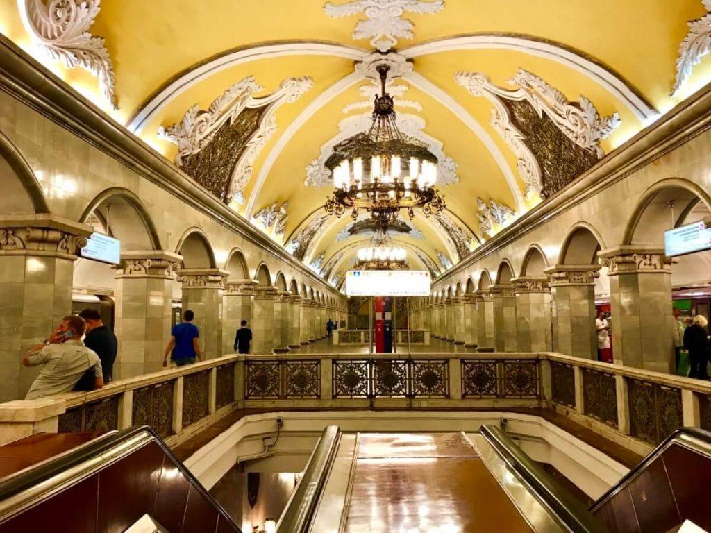 Petersburg i Moskwa w 9 dni – wyprawa do innego wymiaru Stacja metra Komsomolskaya