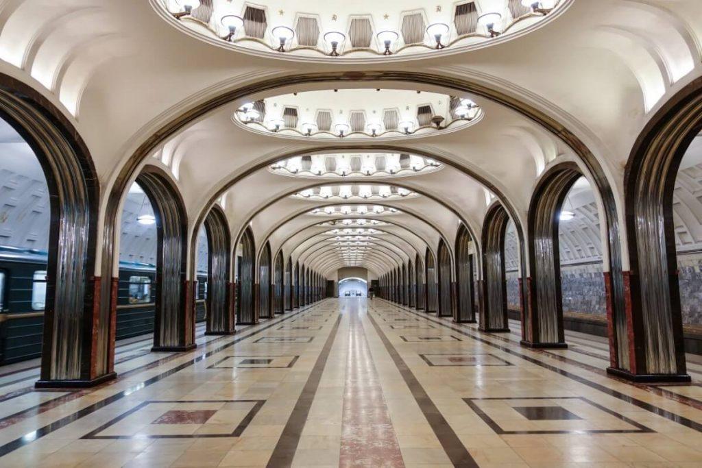 Petersburg i Moskwa w 9 dni – wyprawa do innego wymiaru Stacja metra Mayakovskaya w Moskwie