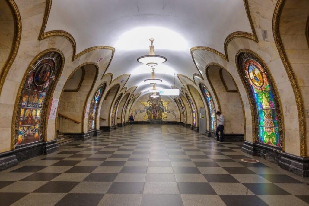 Petersburg i Moskwa w 9 dni – wyprawa do innego wymiaru Stacja metra Novoslobodskaya w Moskwie