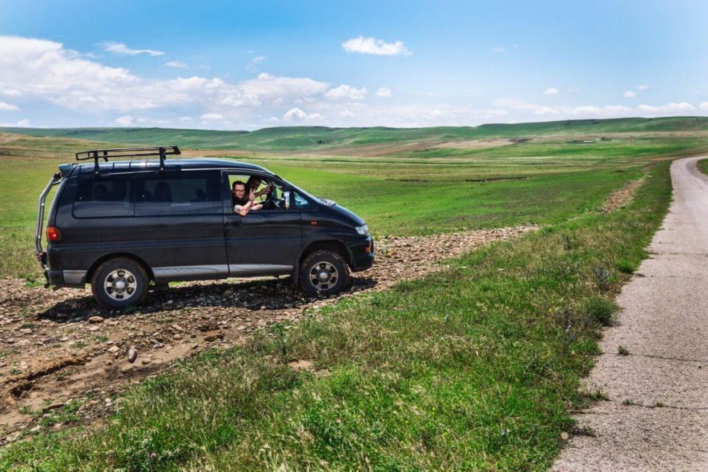 Udabno droga do Dawid Garedza Gruzja Kachetia Kaukaz offroad 4x4 delica tour
