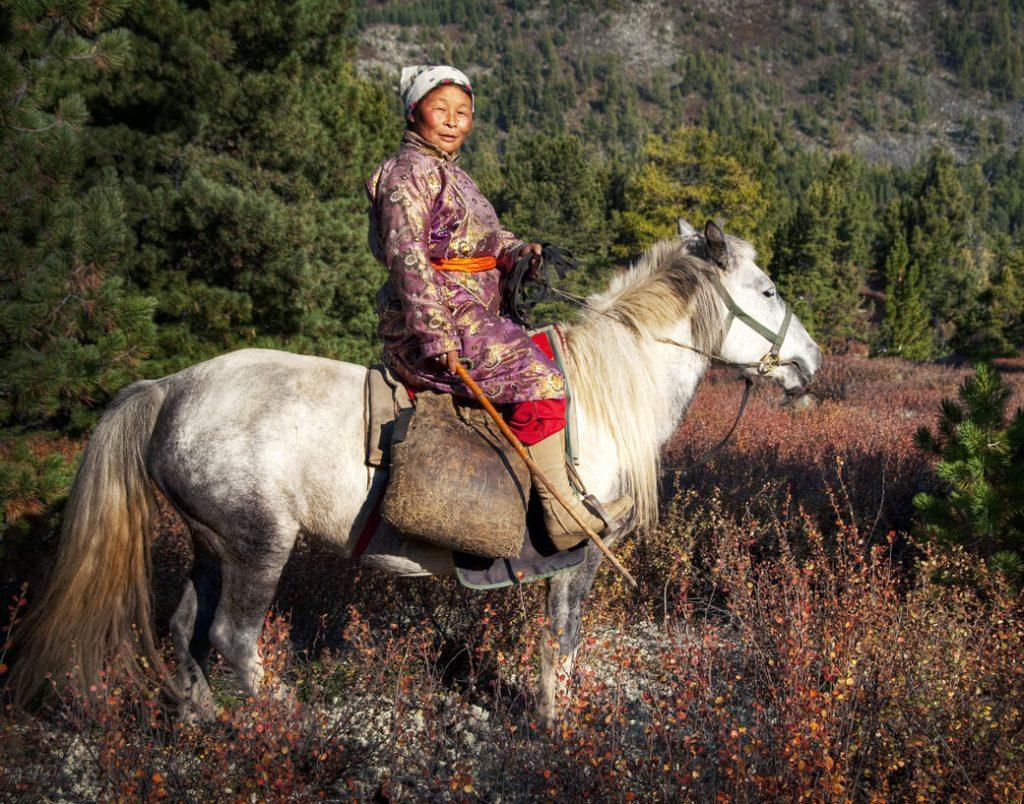 mongolia koń kobieta
