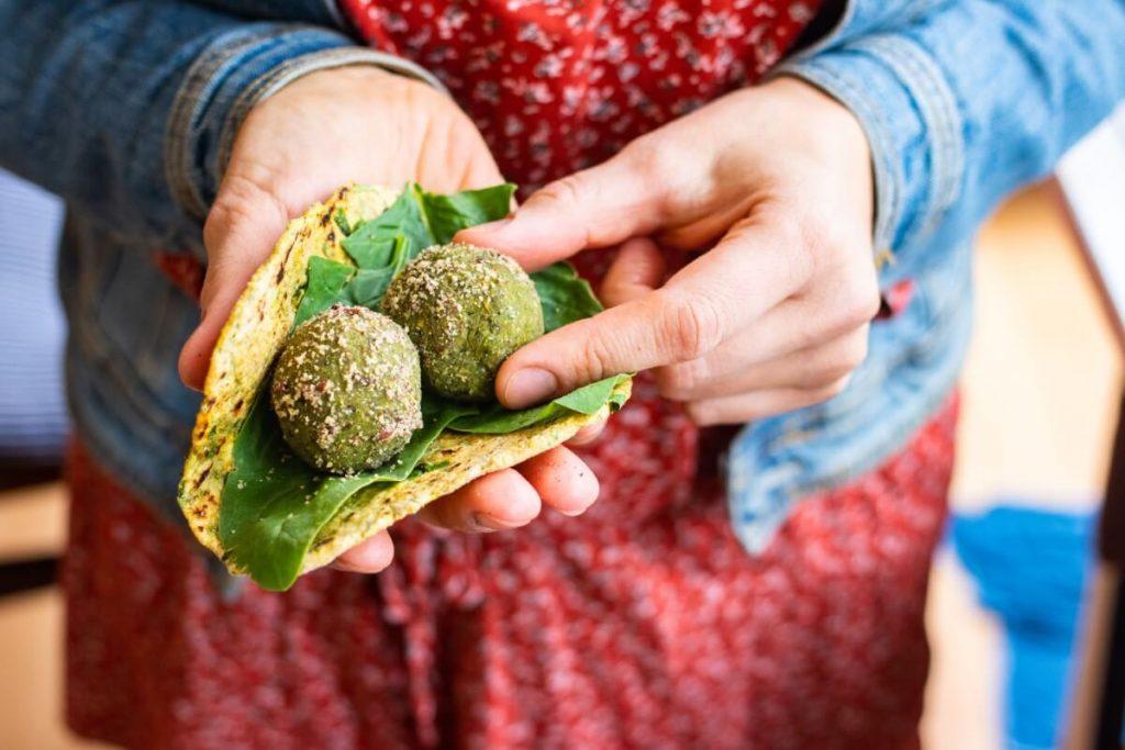 Pchali – prosty przepis na gruzińską przystawkę z warzyw i orzechów