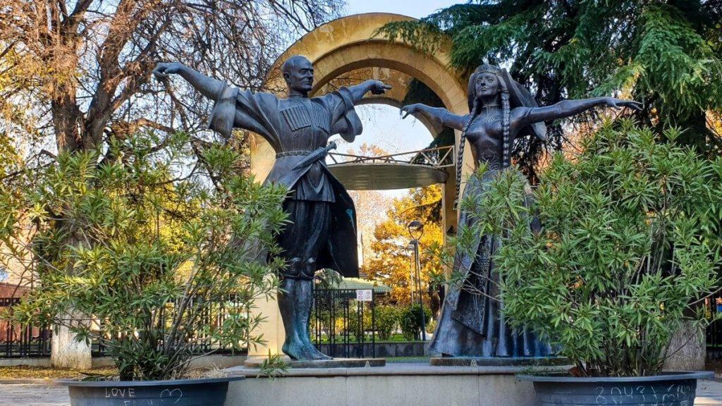 Zespol tanca gruzinskiego Sukhishvili pomnik zalozycieli
